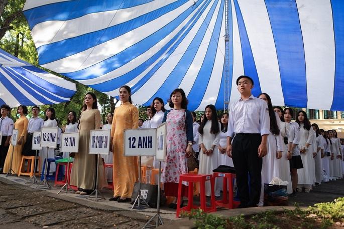 Học sinh trường Chu Văn An (Hà Nội) bật khóc ngày bế giảng