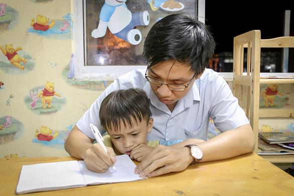 Lớp học '0 đồng' của người thầy 25 tuổi giữa lòng Sài Gòn
